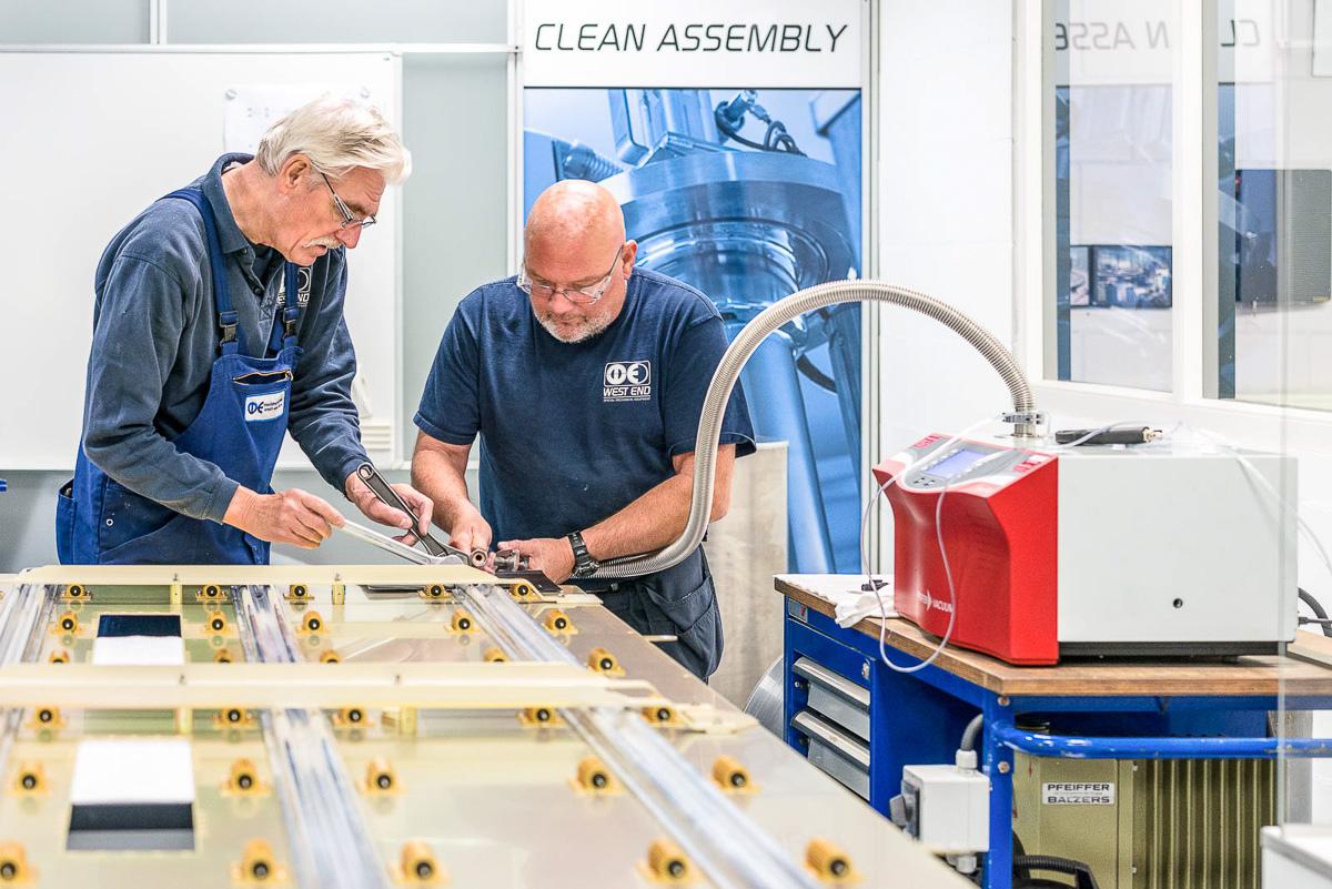 Het testen van leidingwerk in een vacuümomgeving